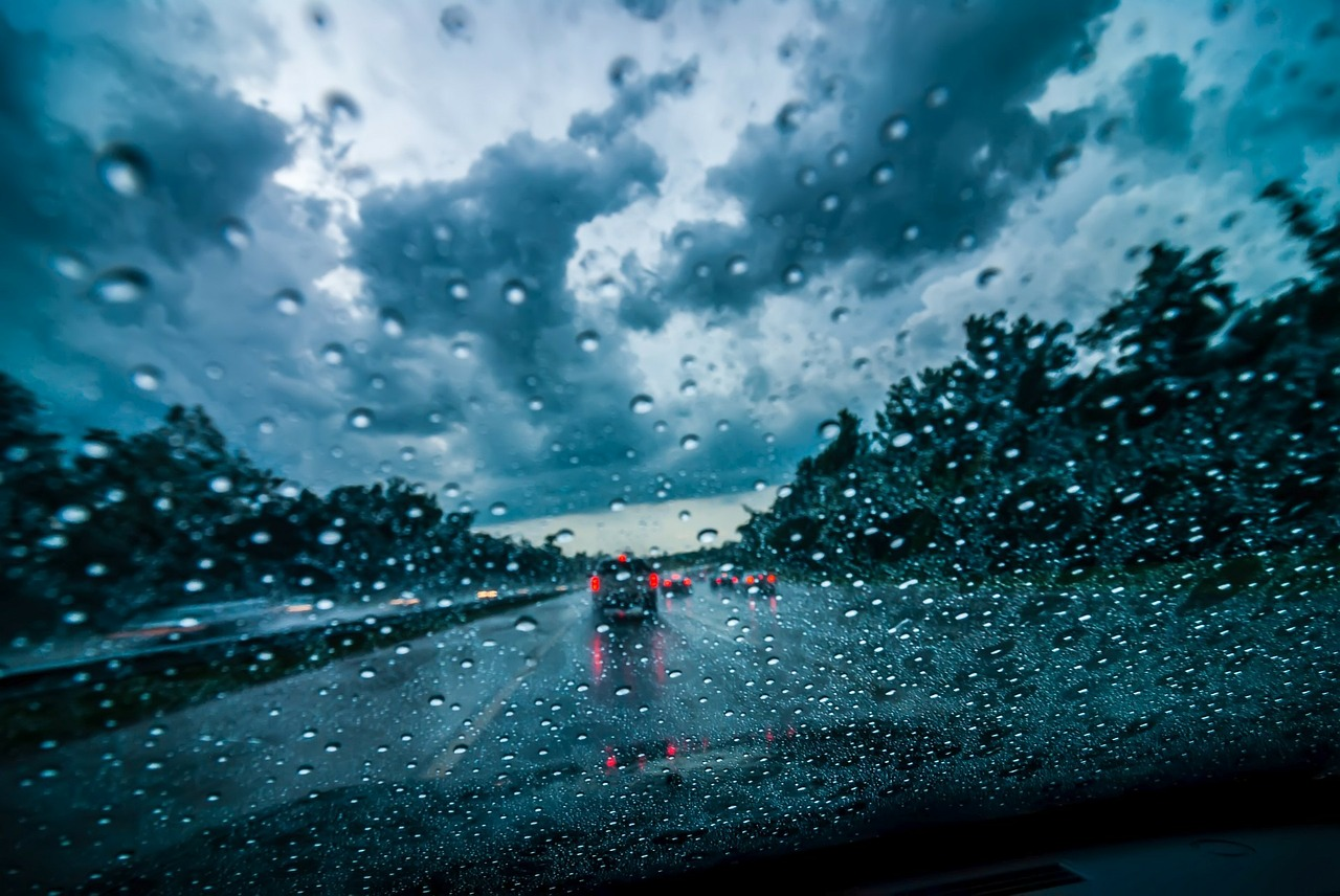 heavy rainfall is dangerous when winter truck driving